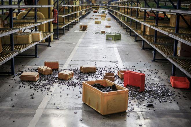 A l'atelier de logistique, le chahut de certains grévistes a créé un semblant de chaos.