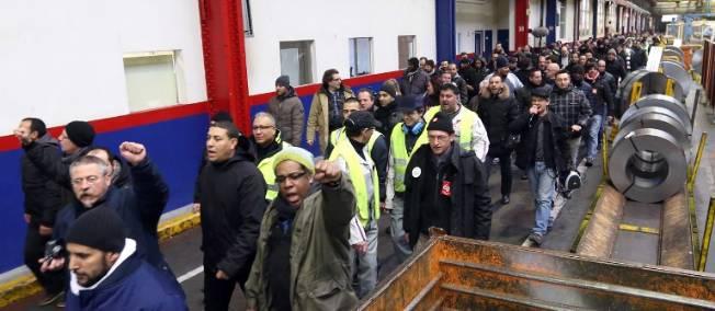 Les grévistes de l'usine PSA d'Aulnay ne démobilisent pas et ont même arrêté la production ce matin alors que la chaîne avait redémarré.