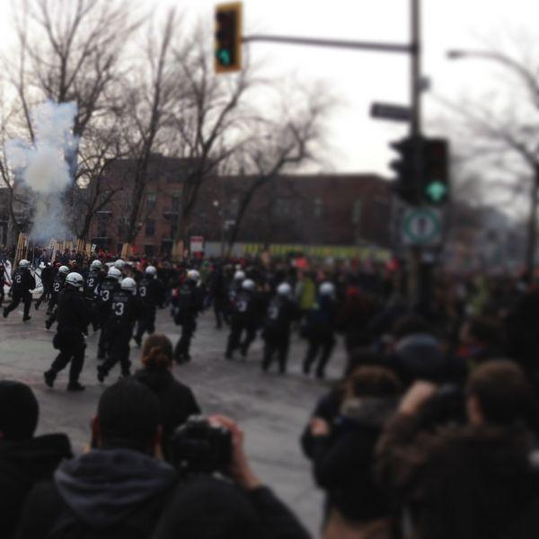 des grenades assourdissantes ont été lancées sur la rue Saint-Denis.