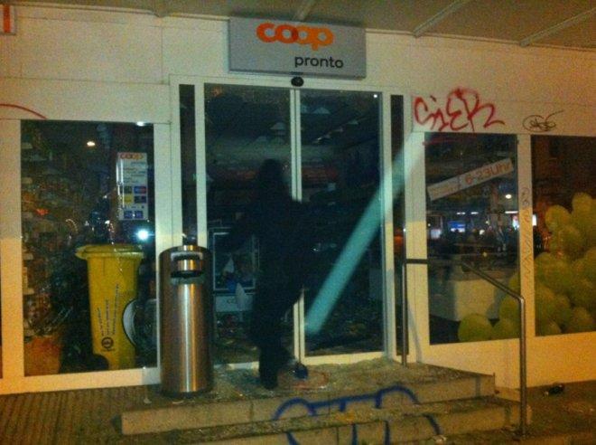Pillage et destruction d'un magasin Coop