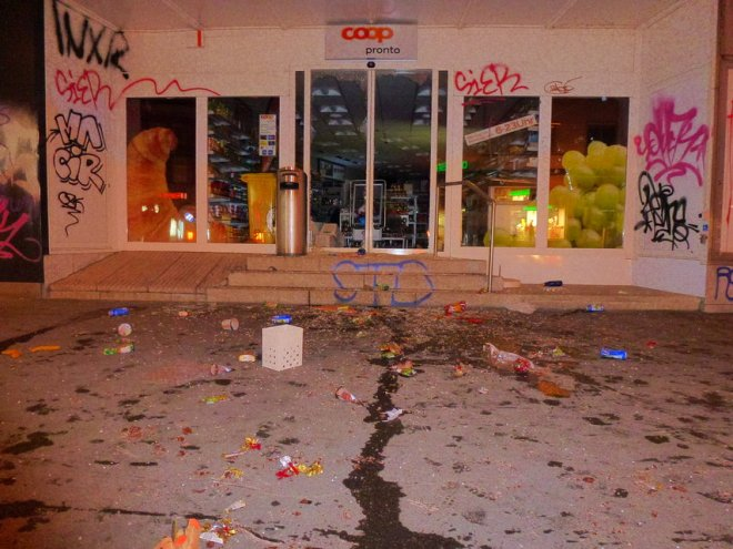 Pillage et destruction d'un magasin Coop (2)