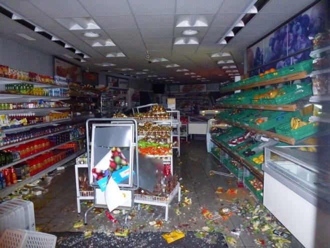 Pillage et destruction d'un magasin Coop (3)